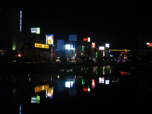 Rivière et néons
